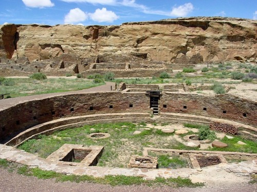 chaco-canyon-new-mexico-mountains-ruins